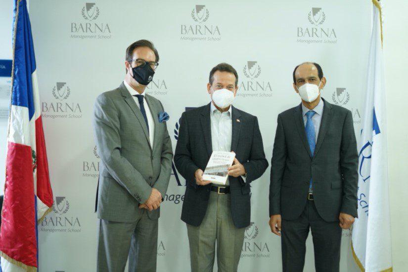Barna Management School recibió la visita del Ministro de Industria, Comercio y Mipymes, Itó Bisonó